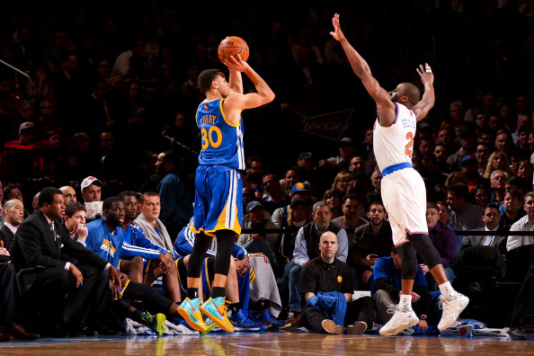NEW YORK, NY - FEBRUARY 27: Stephen Curry #30 of the Golden State Warriors shoots a three-pointer against Raymond Felton #2 of the New York Knicks on February 27, 2013 at Madison Square Garden in New York City.  NOTE TO USER: User expressly acknowledges and agrees that, by downloading and or using this photograph, User is consenting to the terms and conditions of the Getty Images License Agreement. Mandatory Copyright Notice: Copyright 2013 NBAE  (Photo by Nathaniel S. Butler/NBAE via Getty Images)